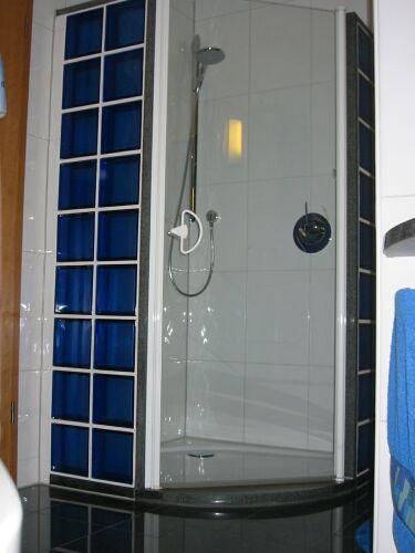 Gemauerte Dusche Mit Glasbausteinen Selber Machen : Duschwanne an einer Seite nur 60cm? Seite 5 K?chen-Forum